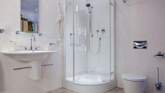 Jak zagospodarować przestrzeń w małej łazience?